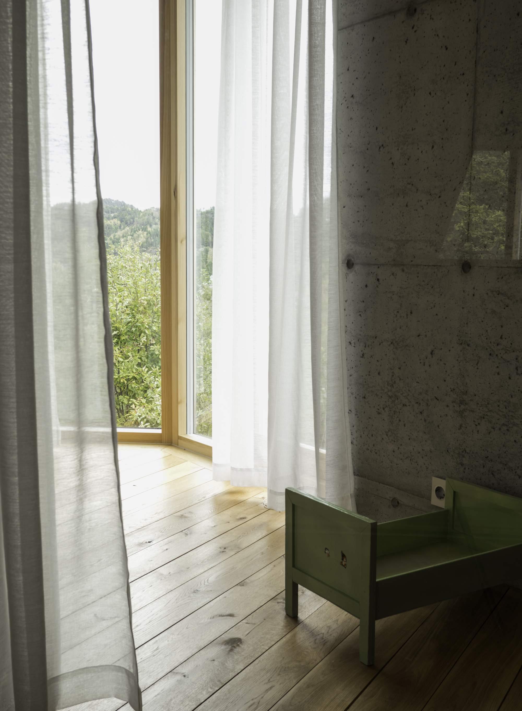 Шестиугольная вилла на берегу реки, Норвегия