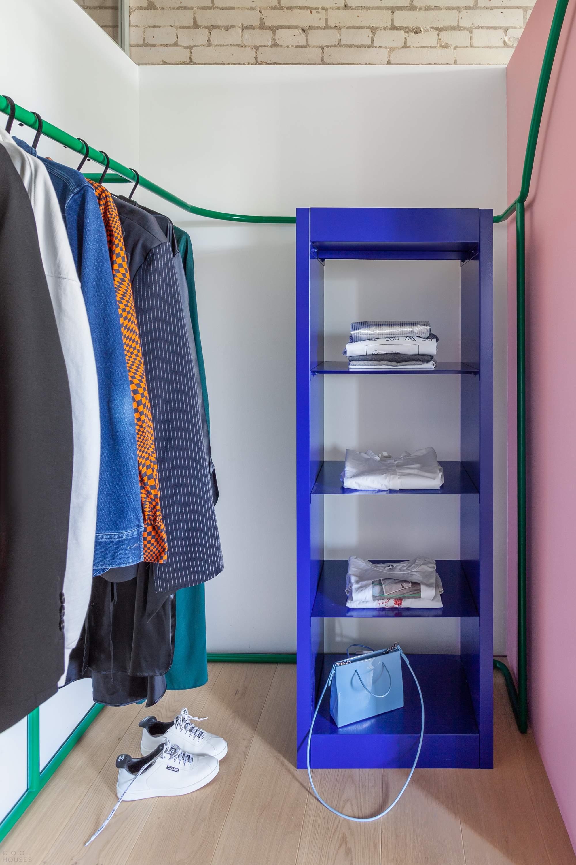 Современная квартира-студия с выразительными текстурами, Россия