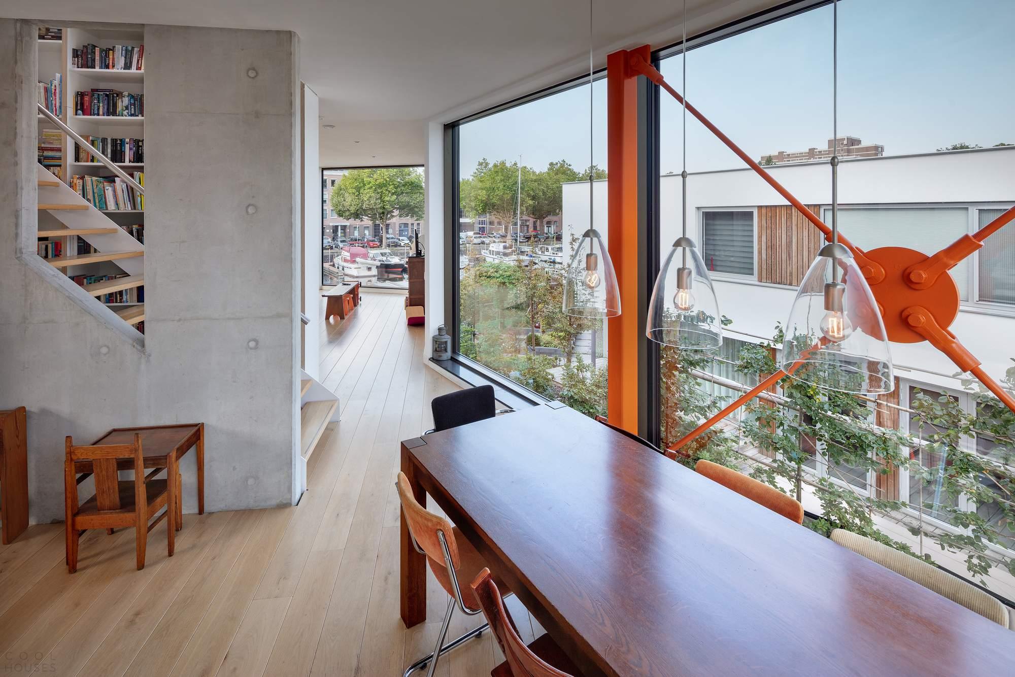 Современная вилла с угловой геометрией, Нидерланды