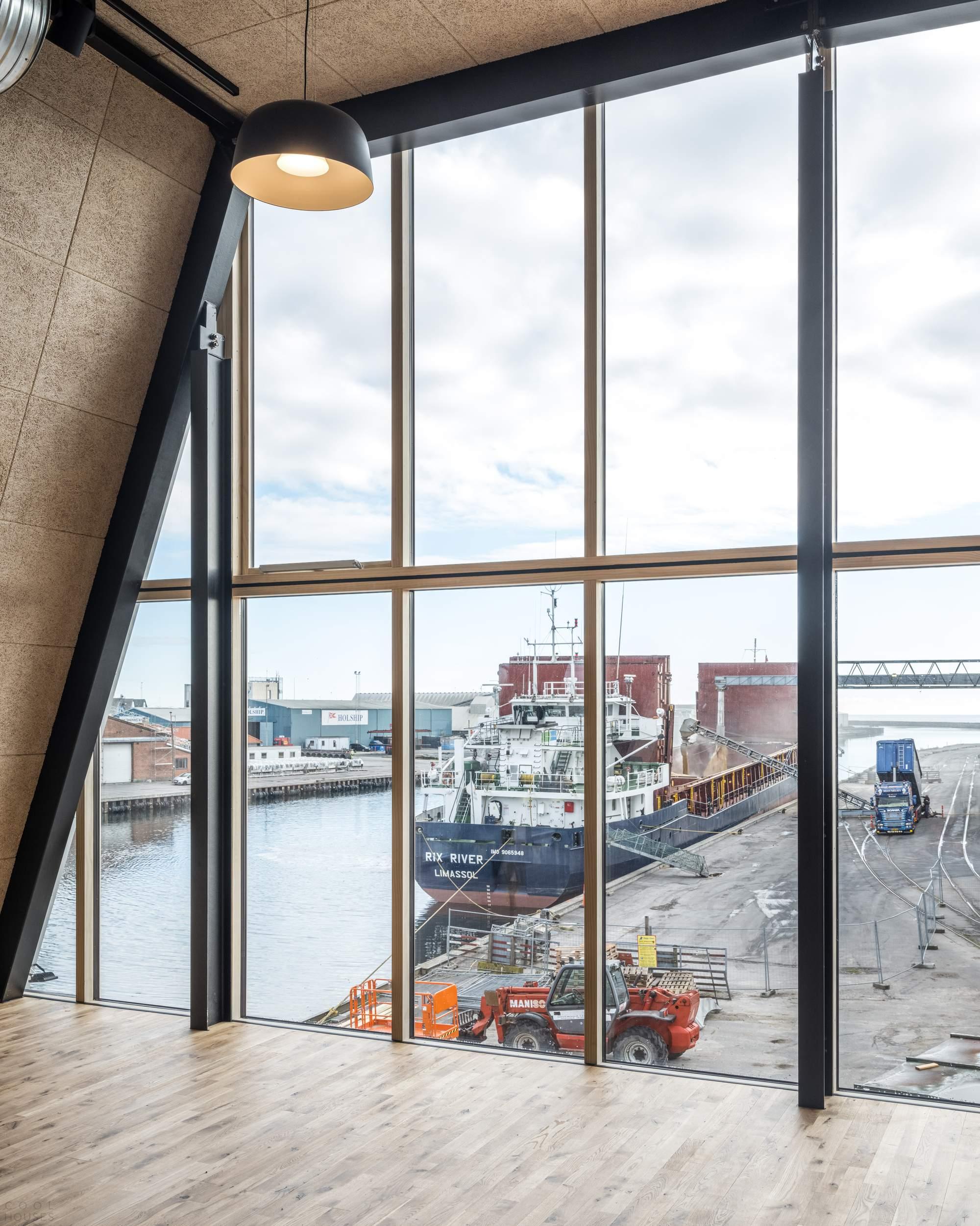 Тапхаус Braunstein с морской индустриальной атмосферой, Дания