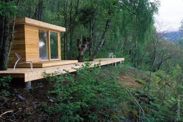 Маленький деревянный домик