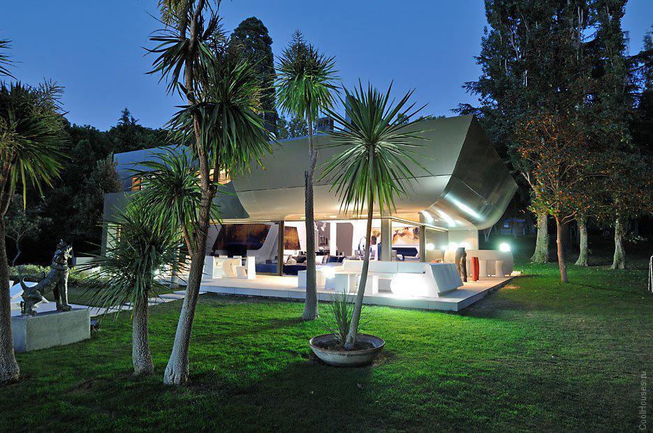 Cовременный светлый жилой дом