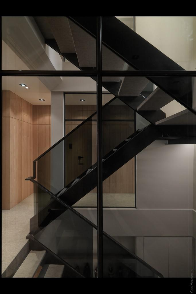 Большая и стильная квартира в современном стиле от WCH Interior