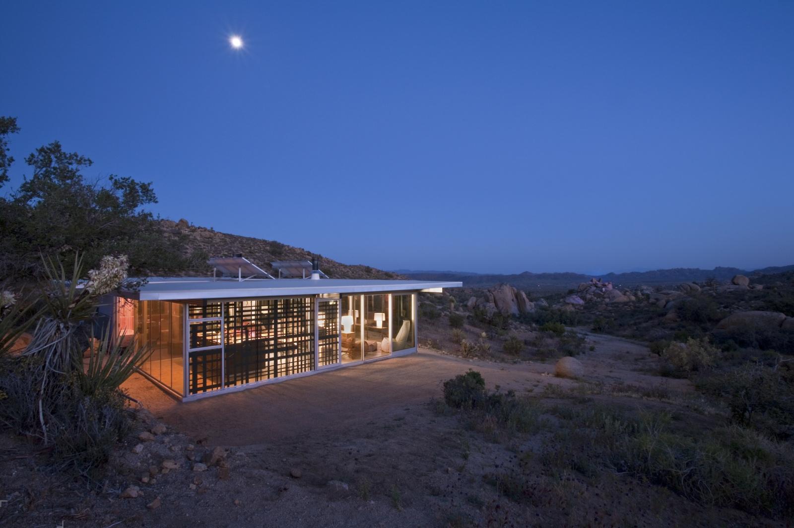 Дом в Калифорнии прямо среди пустыни