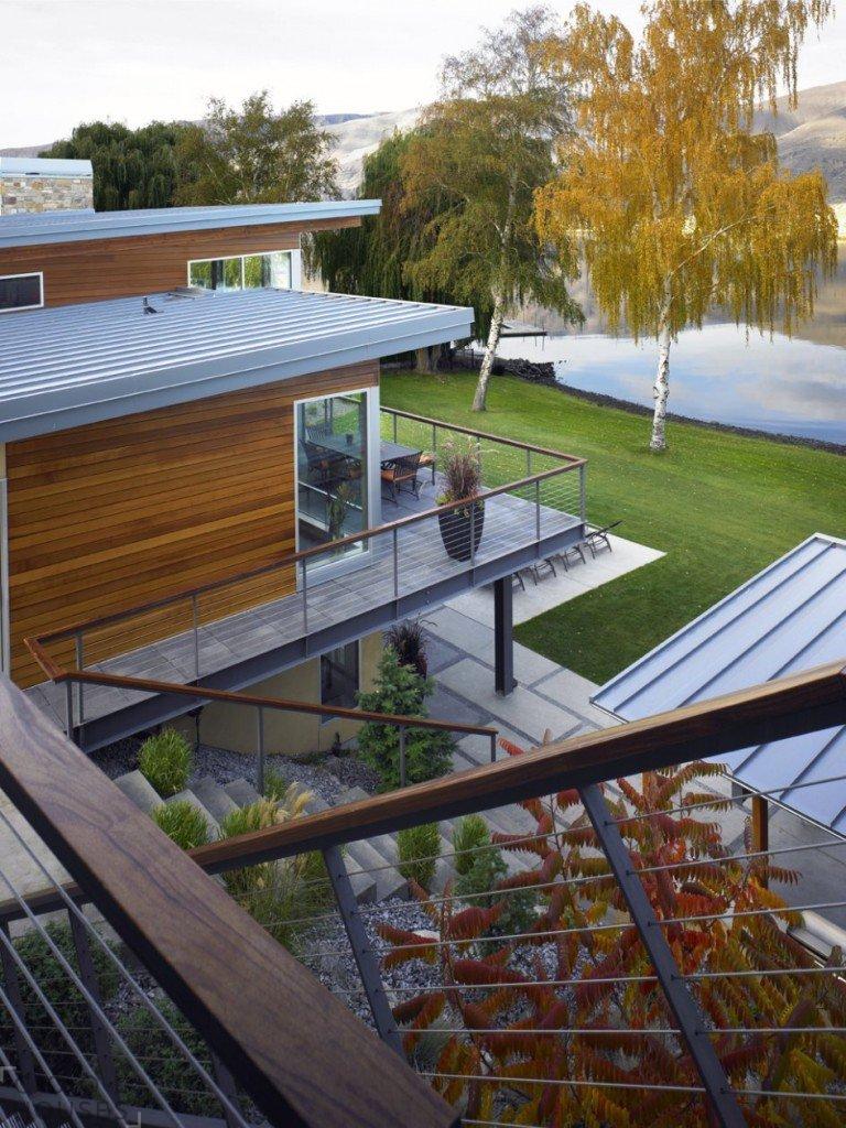 Проект современного загородного дома на реке