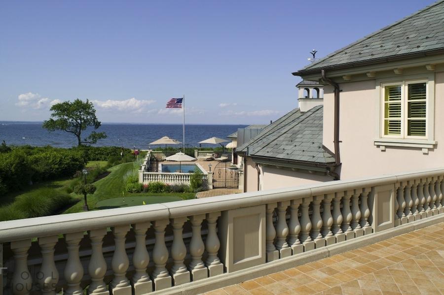Роскошная двухэтажная резиденция с видом на море
