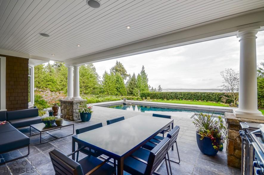 Роскошный трехэтажный особняк в Западном Ванкувере
