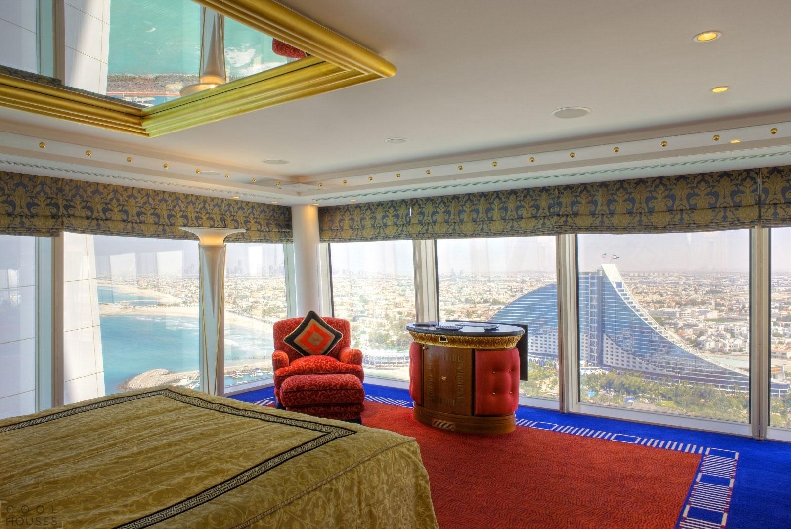 """Самый дорогой отель в мире - Burj Al Arab - """"Парус"""" в Дубае"""