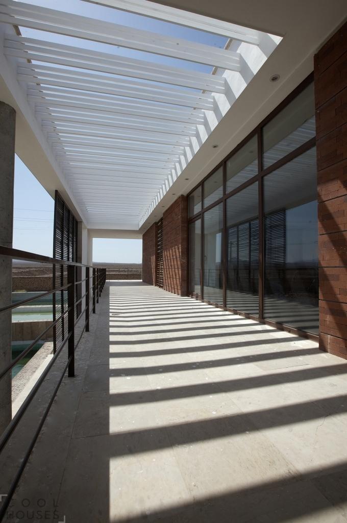 Шикарная белая вилла по проекту архитектурной компании Karand Group