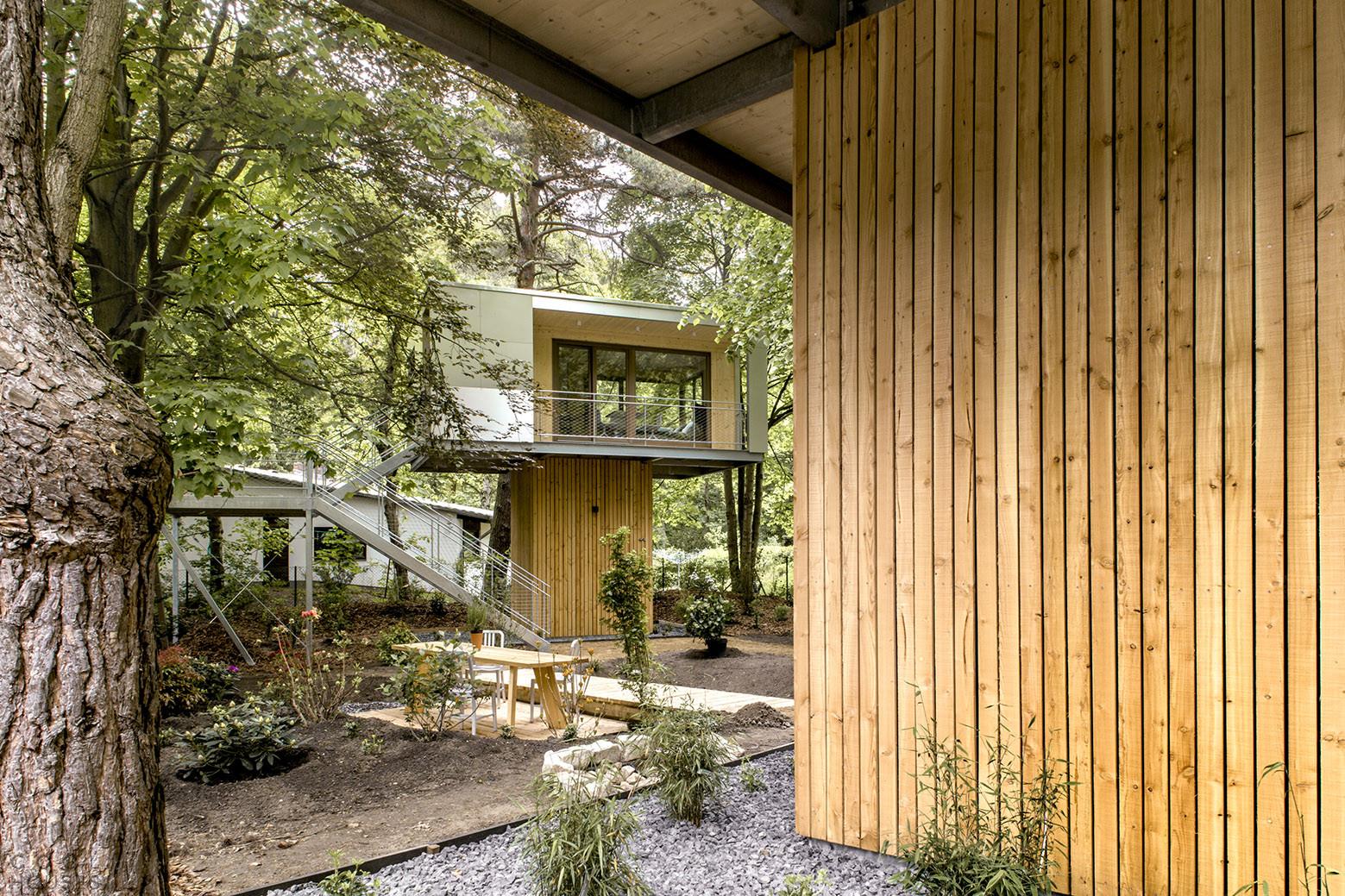 Современный дом на дереве в Берлине