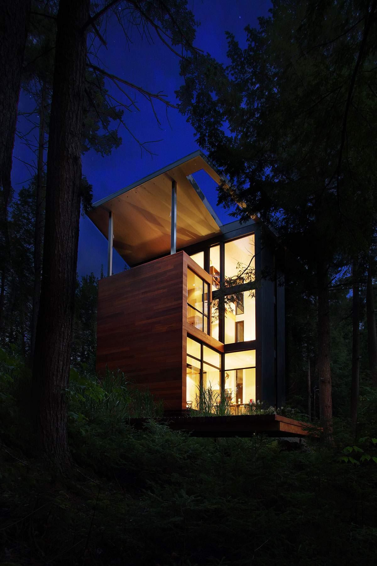 Лесной дом в стиле модерн в Канаде