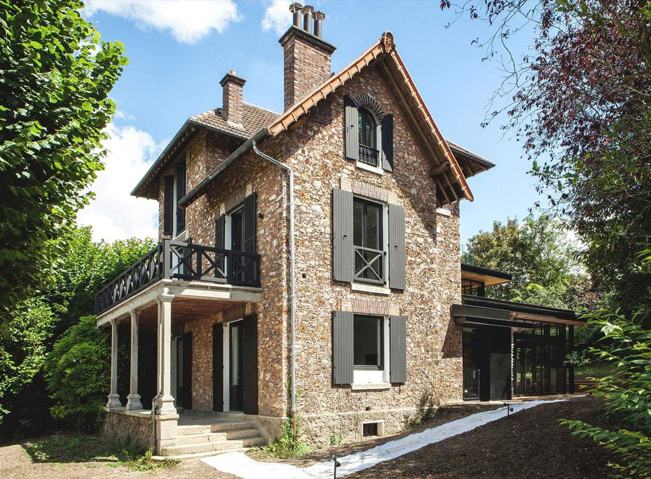 Модернизация старого французского особняка в пригороде Парижа