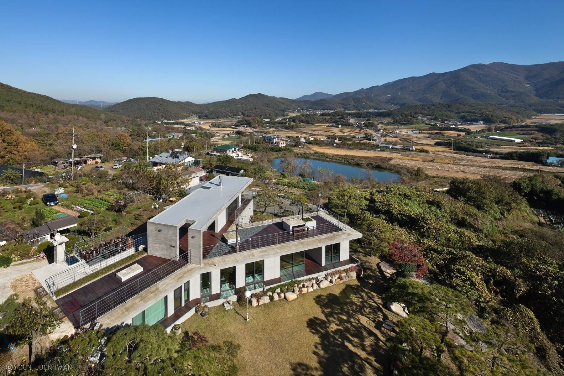 Y-дом с современным стильным дизайном в Южной Корее