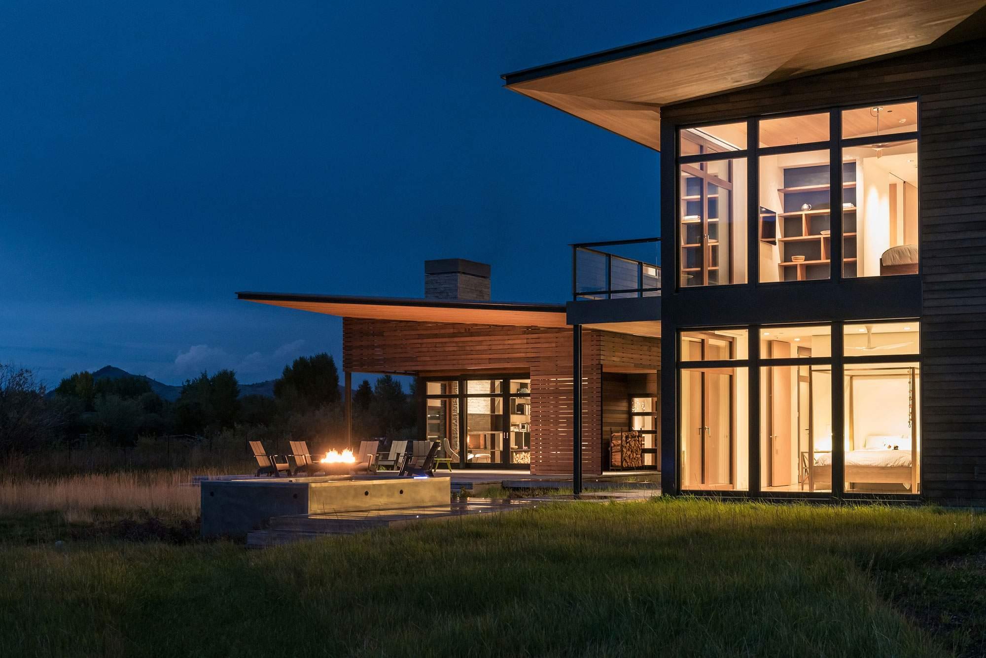 Загородный дом у подножия горного хребта в США