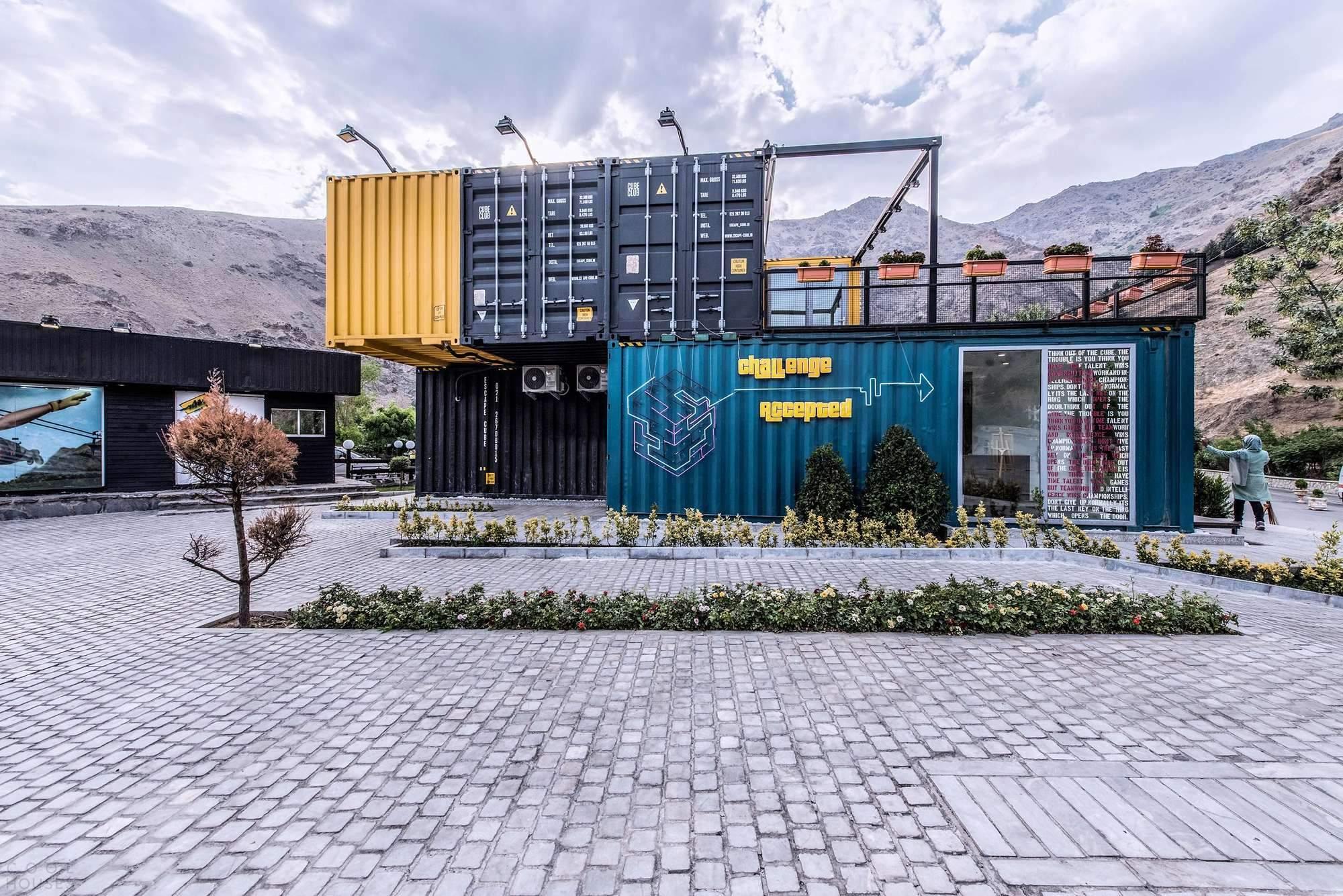 Клуб для отдыха и развлечений из морских контейнеров в Тегеране, Иран