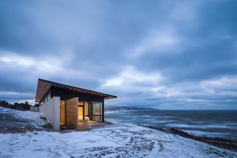 Загородная резиденция на берегу океана в Канаде