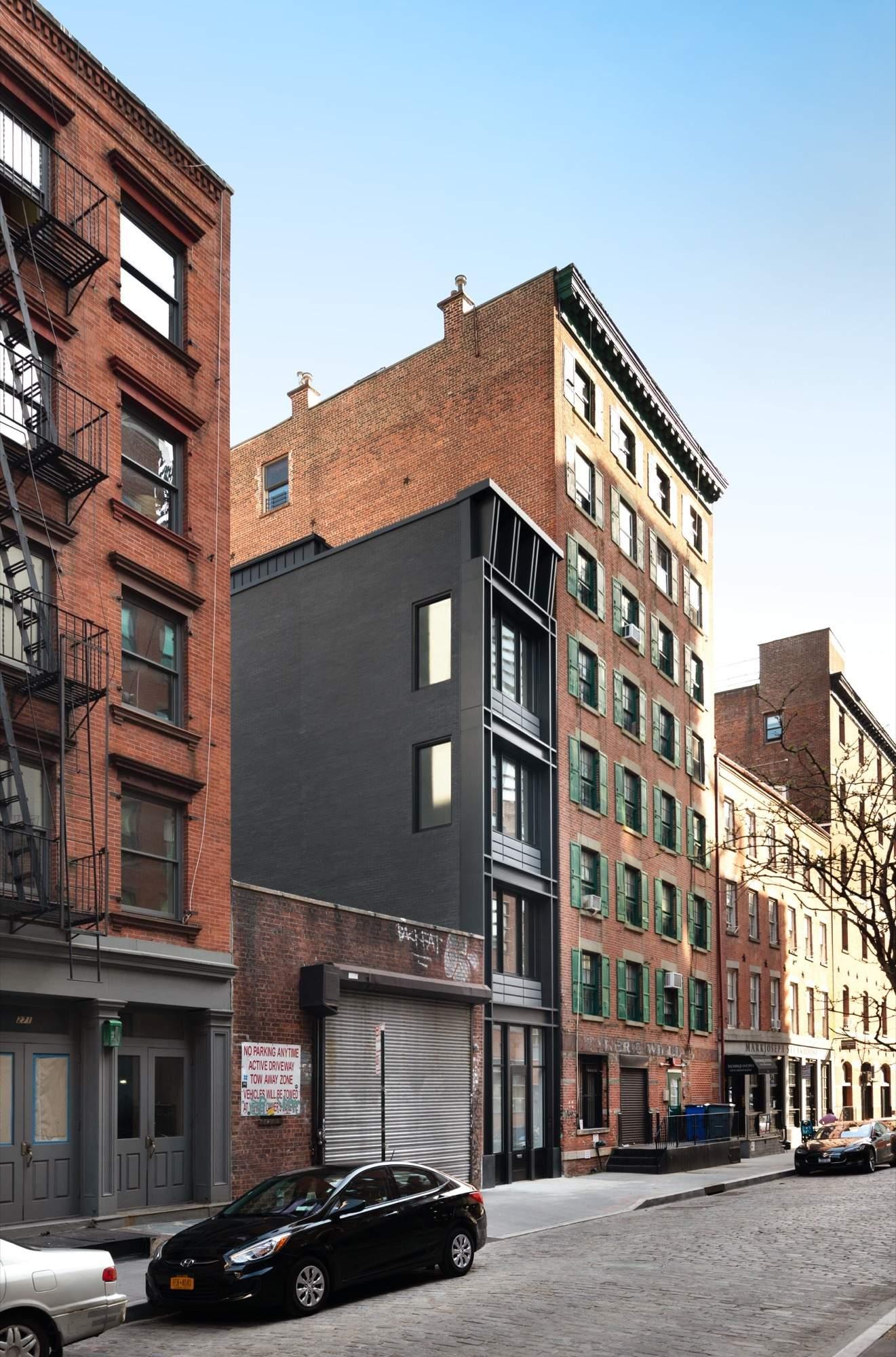 Самый узкий таунхаус в Манхэттене, США