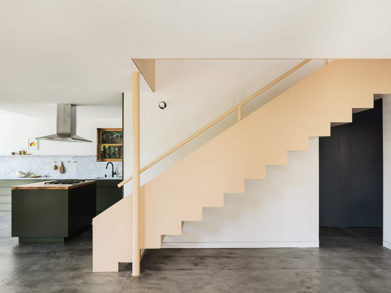 Бунгало, сочетающее старинную архитектуру и современный дизайн, США