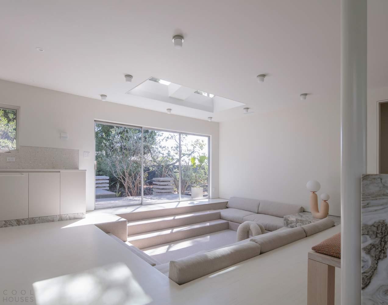 «Чистый белый дом» в Лос-Анджелесе, США