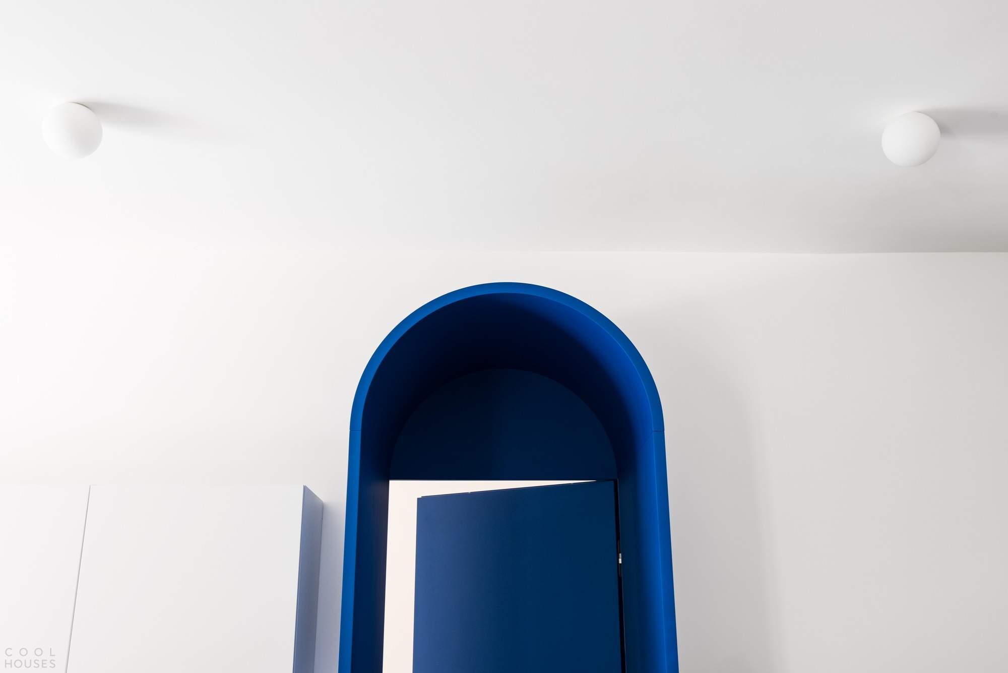Квартира с сюрреалистическим характером, Италия