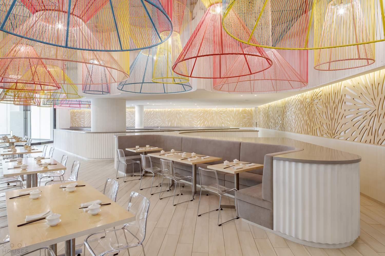 Обновленный ресторан с уникальными фонарями, Эквадор