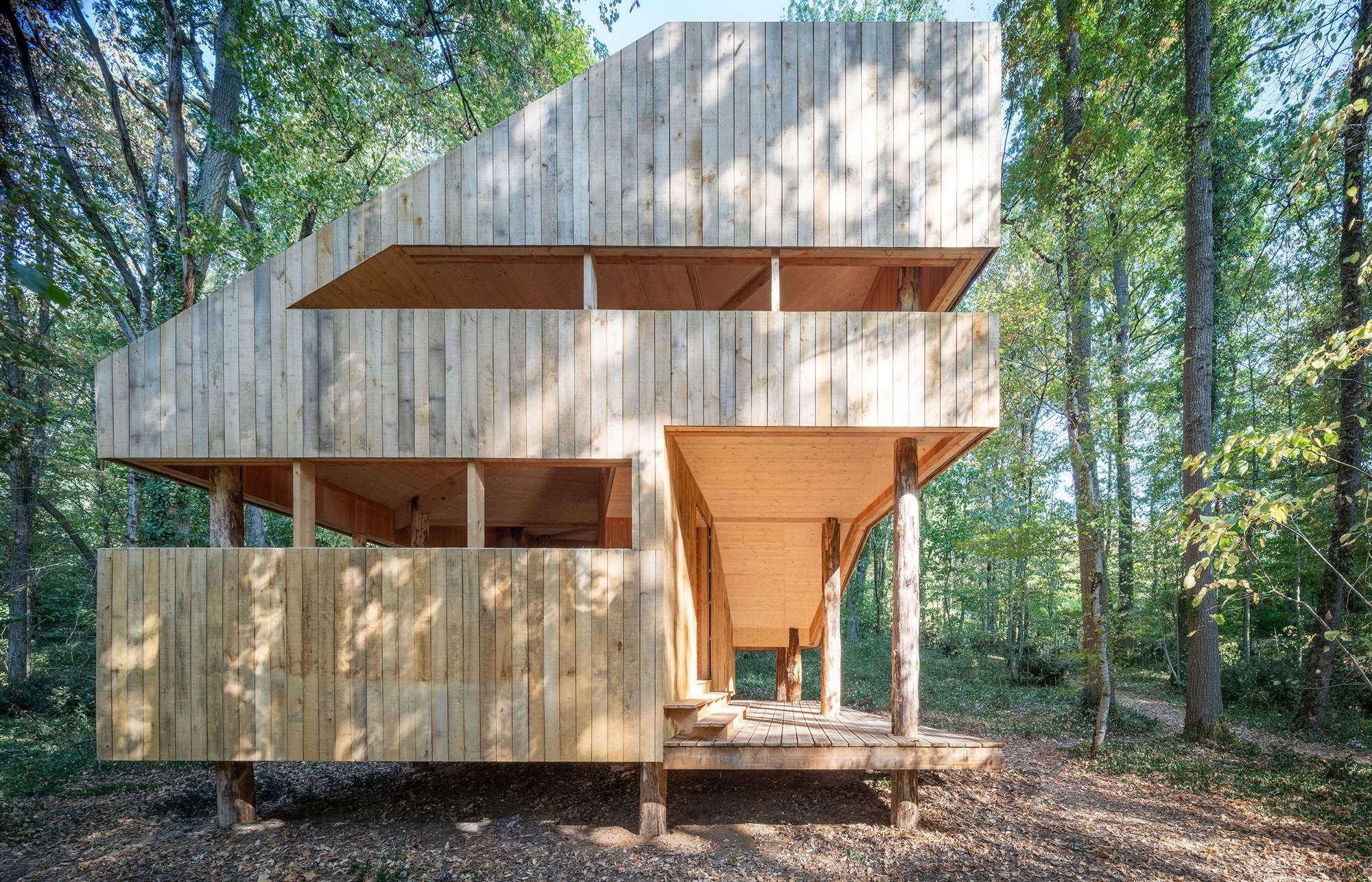 Сборный «100% деревянный дом» в парке замка Бурдезьер, Франция