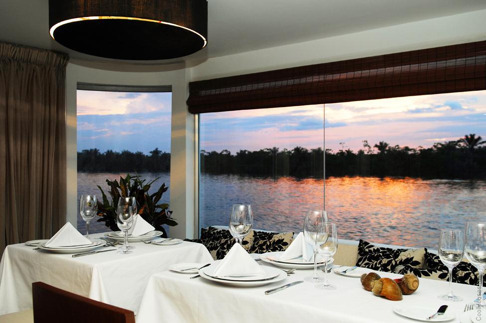 Плавучий отель, курсирующий по Амазонке