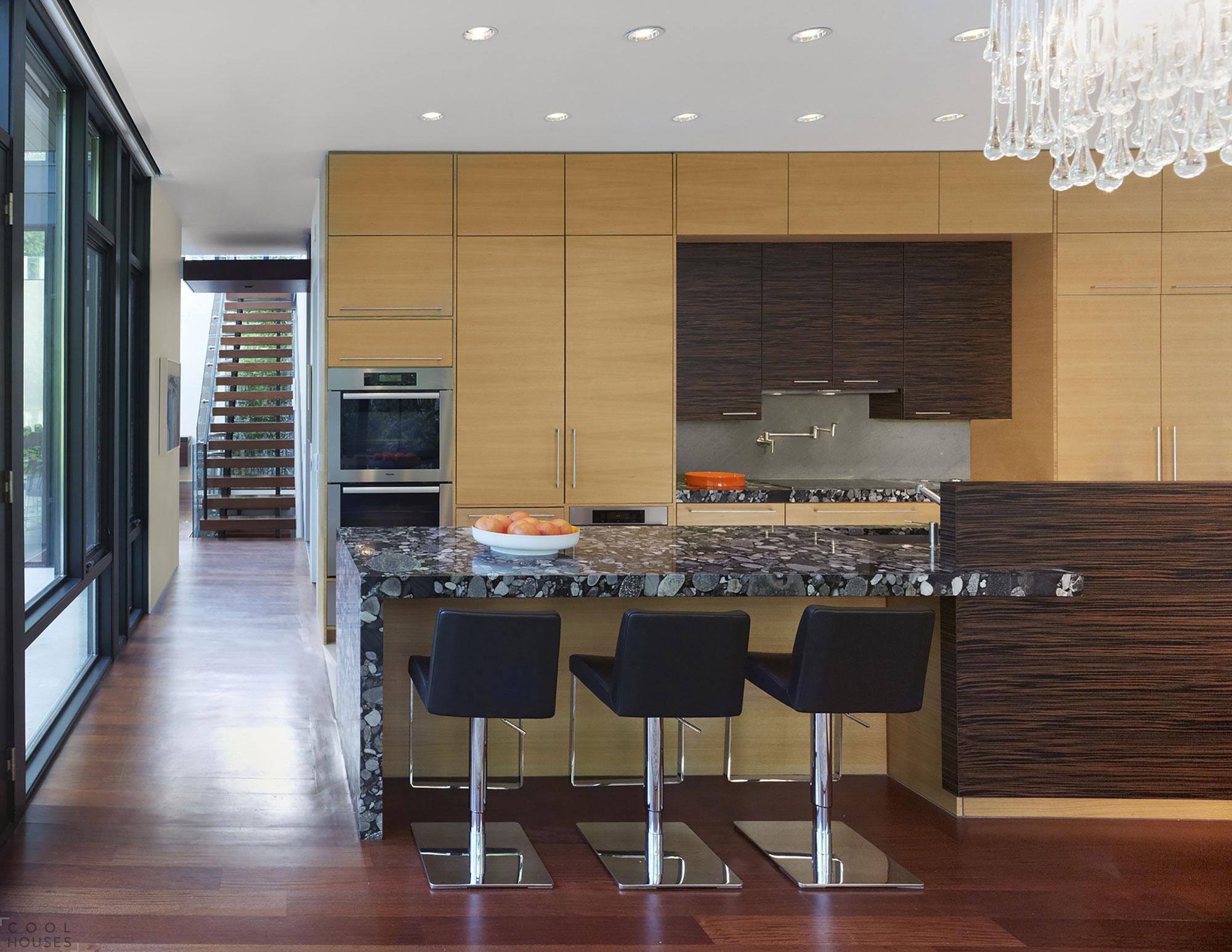 Дом в хай-тек стиле для молодой семьи