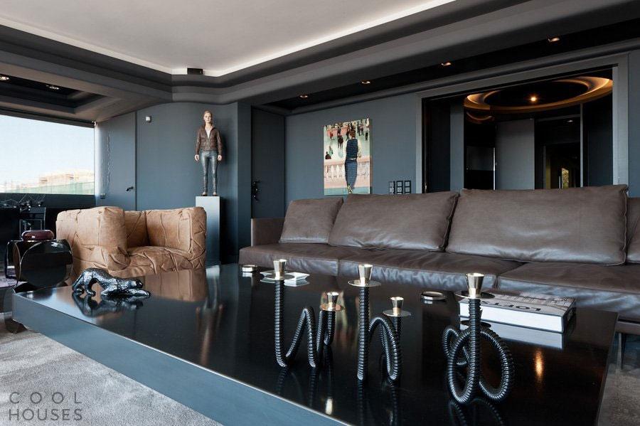 Интерьер квартиры на 9-ом этаже жилого дома в центре Афин