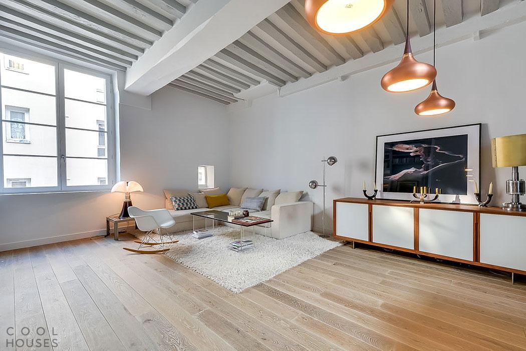 Светлый интерьер квартиры в Париже