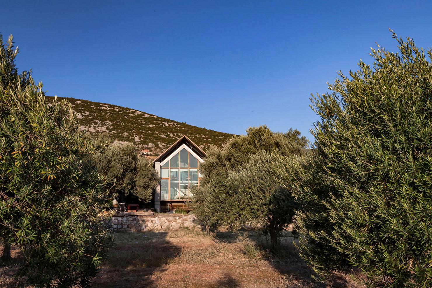 Очаровательный загородный дом на скалистом берегу Эгейского моря, Турция