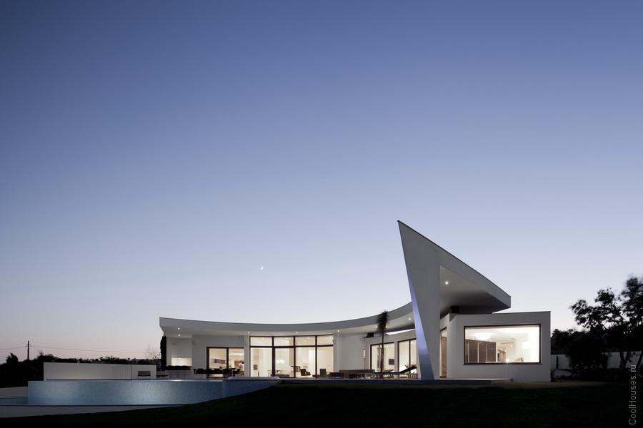 Необычная вилла в стиле модерн в Португалии
