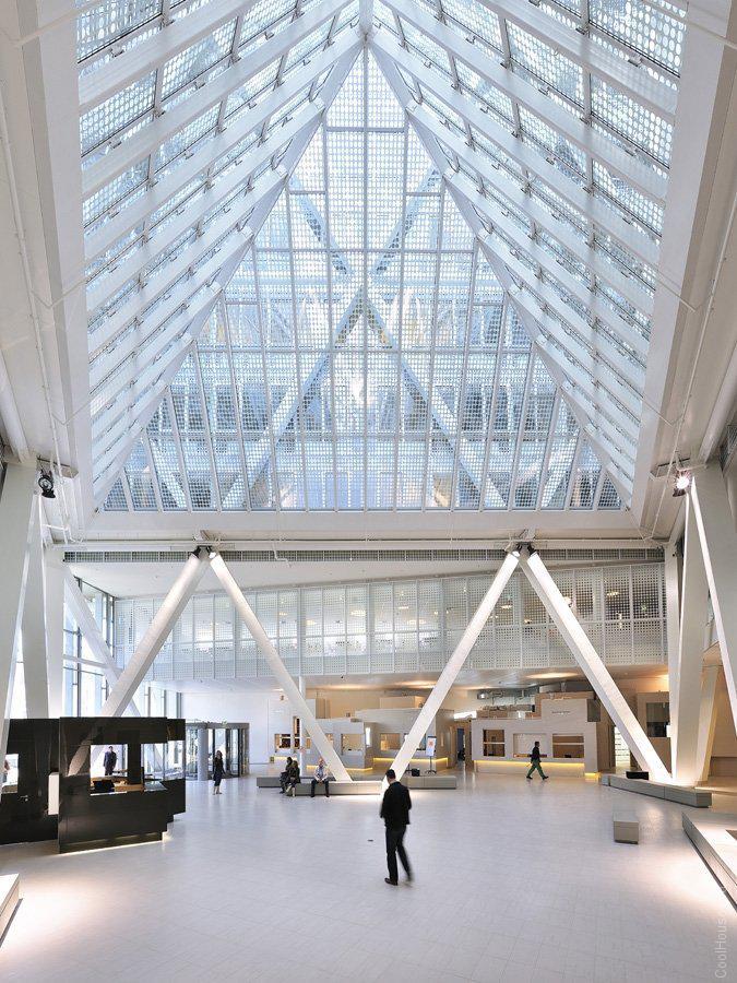 Оригинальный офис в виде треугольника