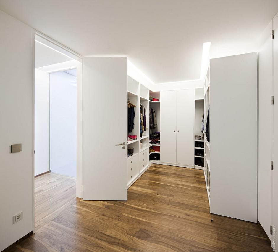 Ослепительно белый современный дом в Португалии