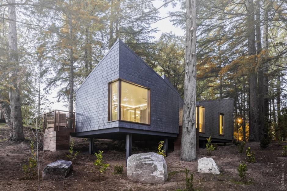 Уютный гостиничный комплекс в лесу