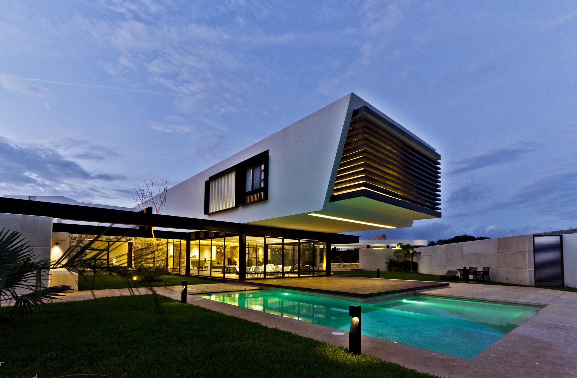 Комфортный современный дом в жаркой Мексике
