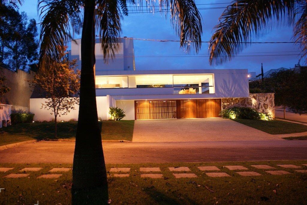 Современный загородный дом в Бразилии