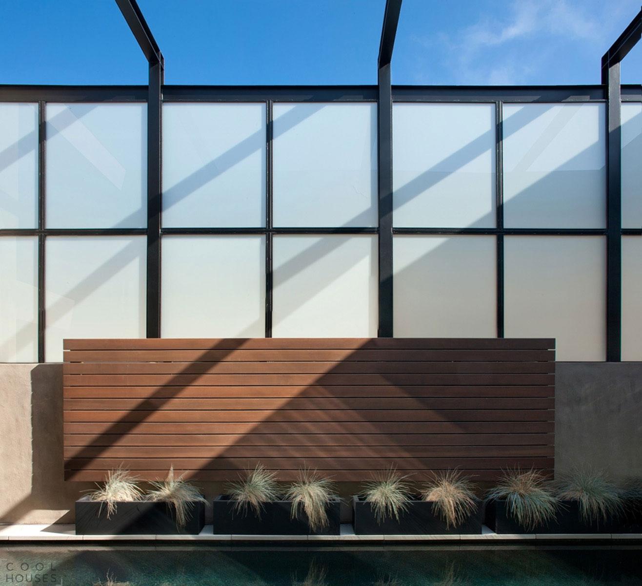 Модный интерьер загородного дома с видом на Тихий океан