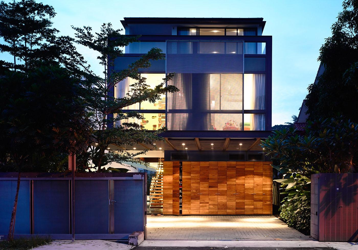 Современное стильное бунгало на месте обычного двухквартирного дома