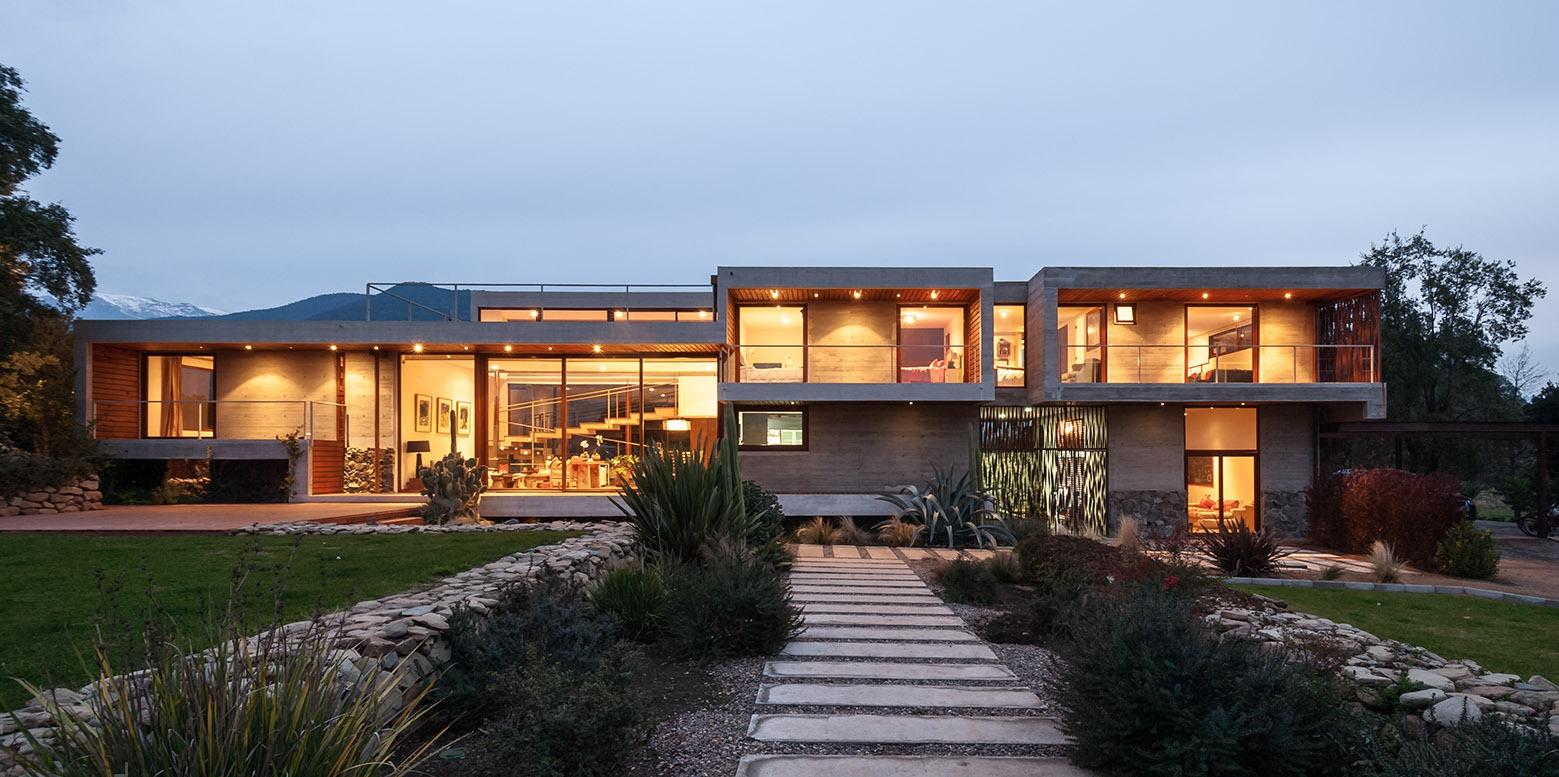 Современный дизайн загородного дома в Чили