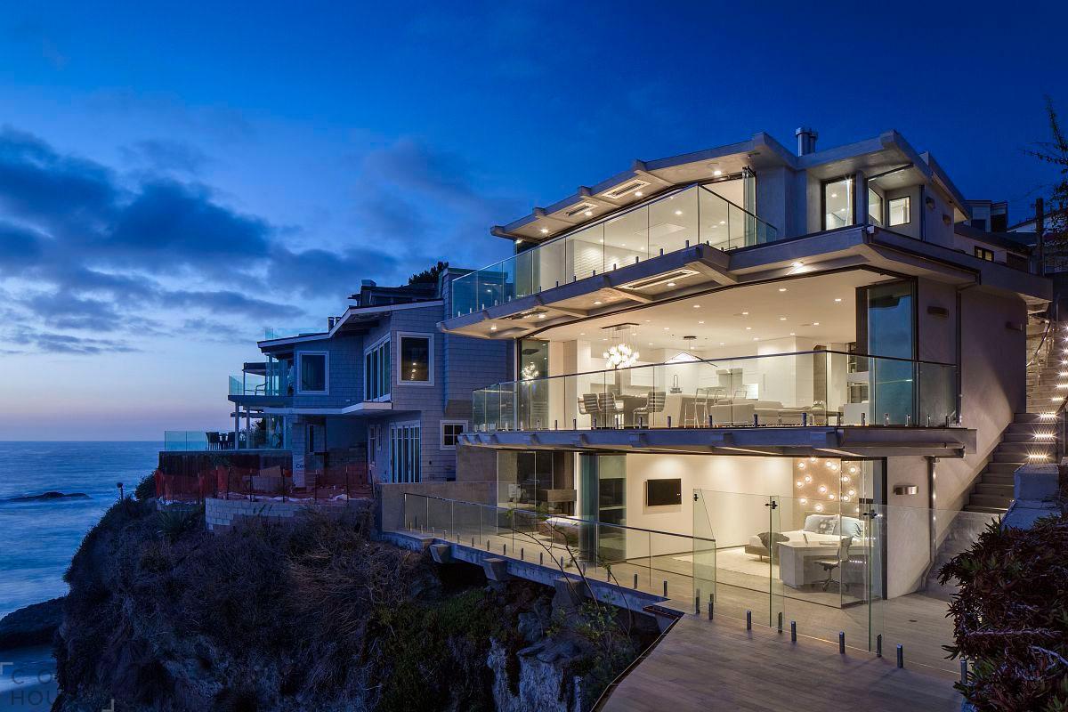 Современный дом с шикарным видом на океан в Лагуна-Бич