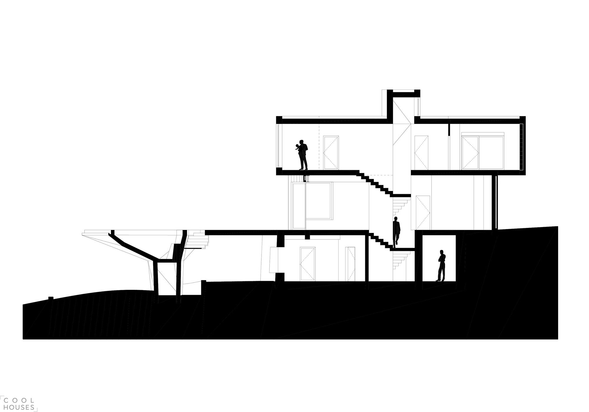 Современный трехэтажный дом на вершине лесистого холма