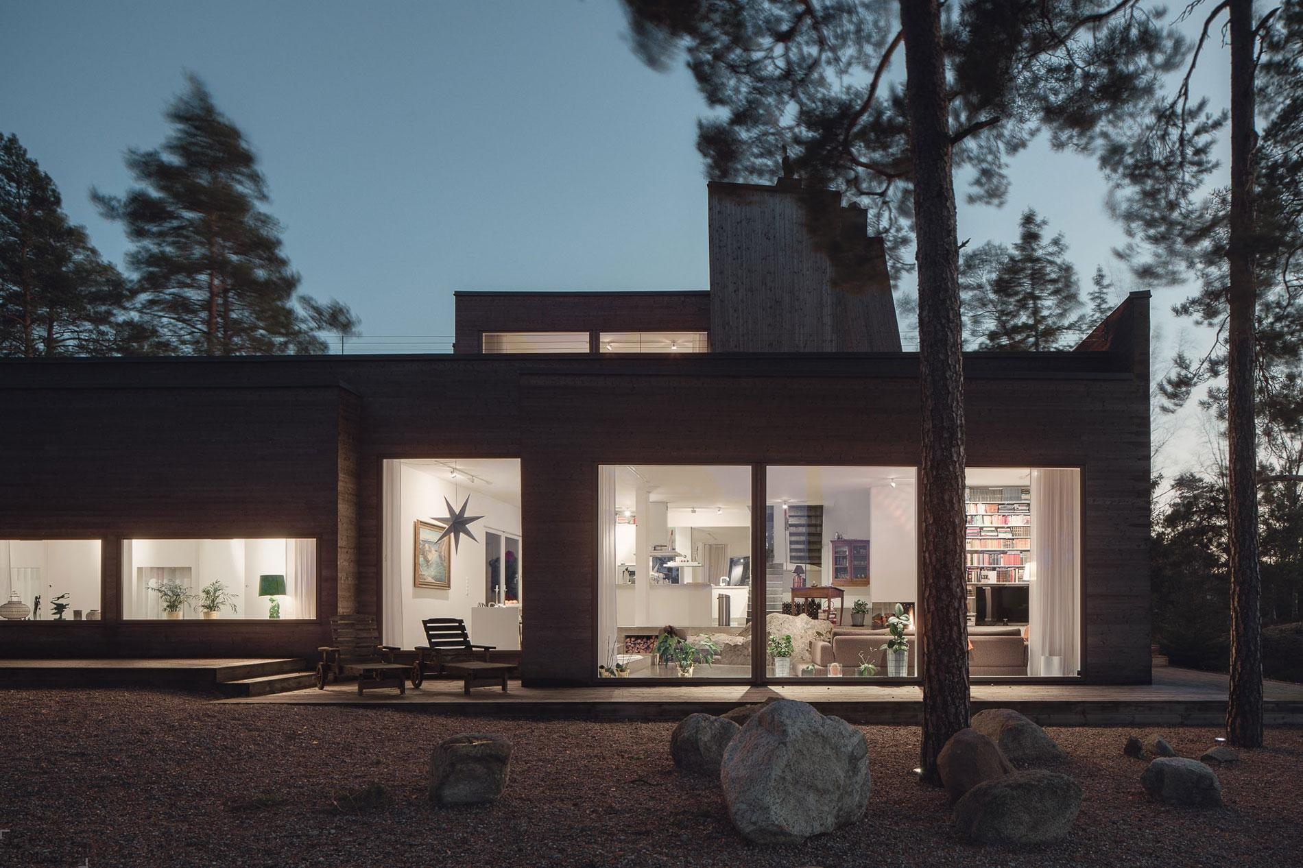 Уютный дом с хай-тек интерьером, расположенный в живописном месте, Швеция