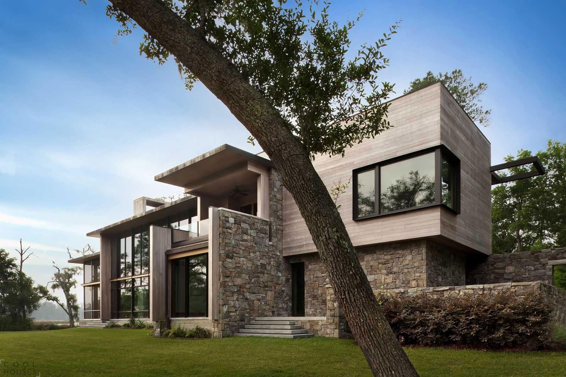 Частный дом с огромными окнами по проекту компании SBCH Architects