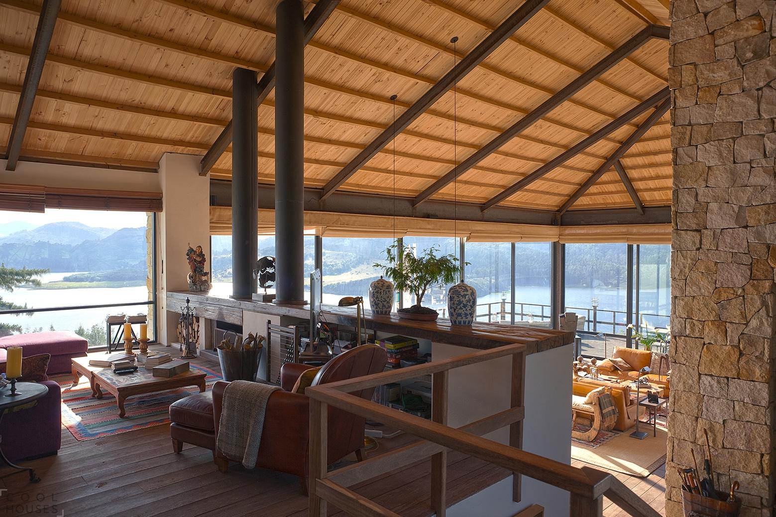 Очаровательный загородный дом на берегу озера в Колумбии
