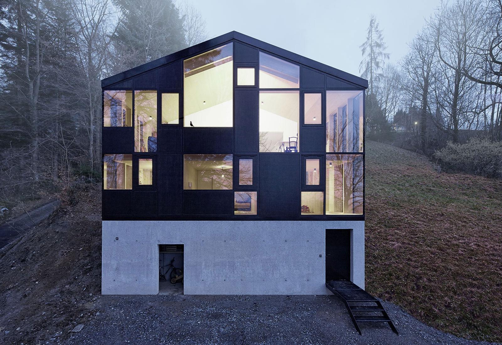 Оригинальная реконструкция: старый дом внутри нового