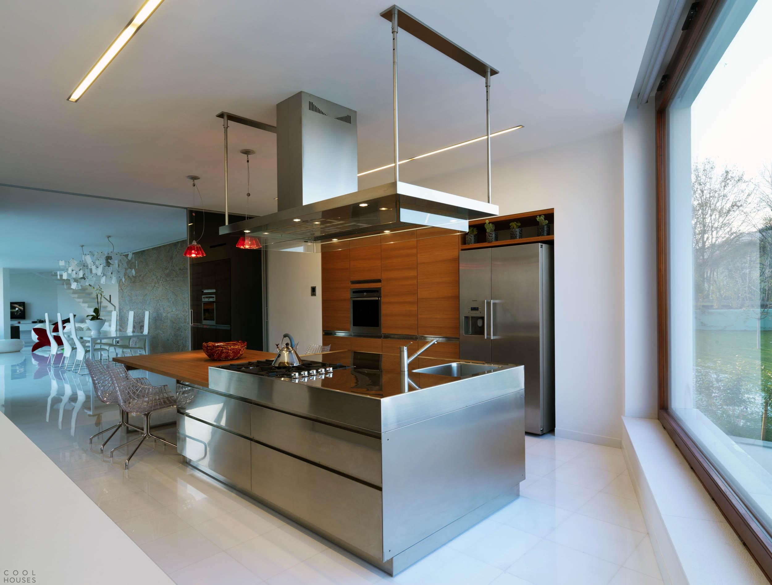Современная частная резиденция B-House, Италия
