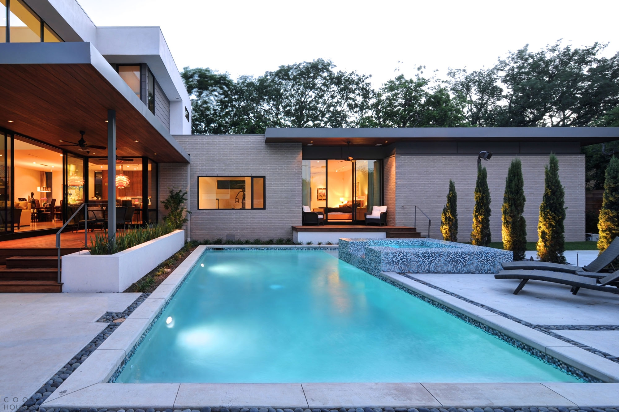 Современный дом с элегантным ярким интерьером в Хьюстоне