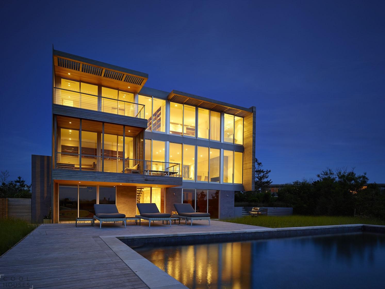 Великолепный частный дом на берегу бухты
