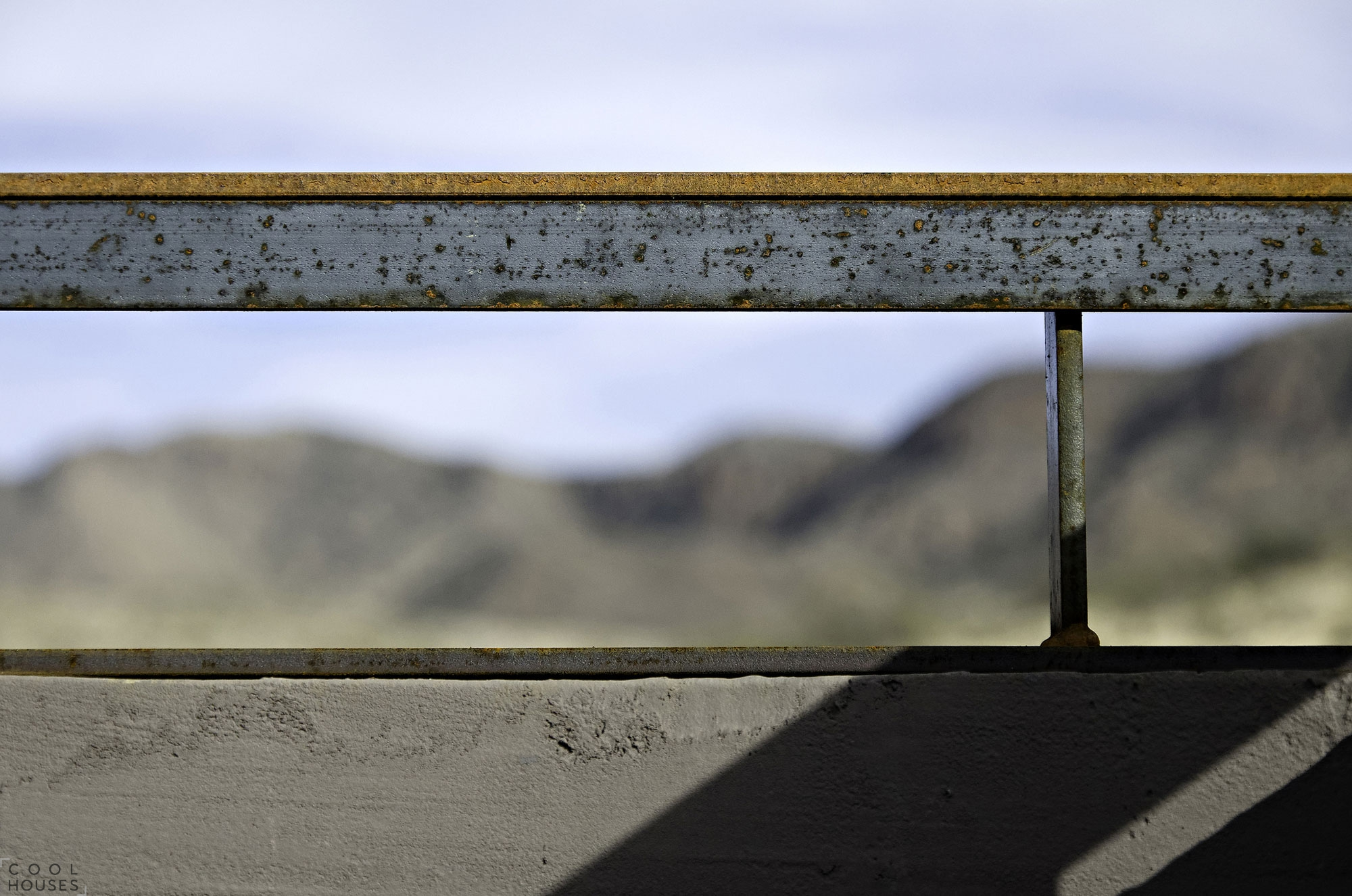 Дом в современном стиле в пустыне штата Аризона